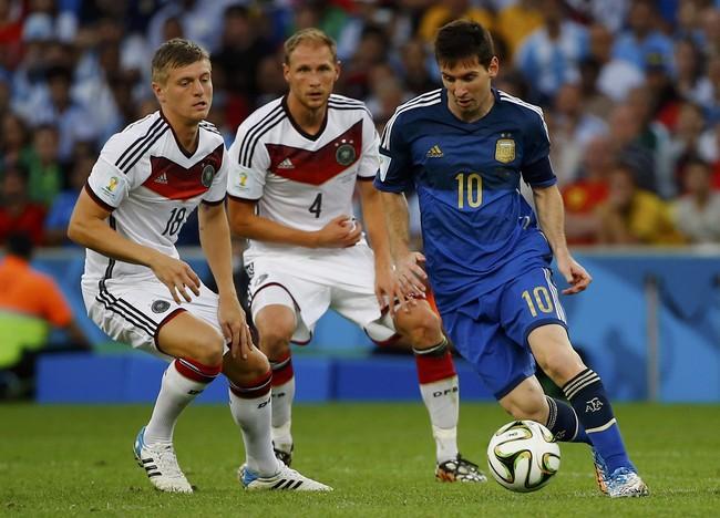 بالصور.. ميسي أفضل لاعب في كأس العالم ونوير أفضل حارس - المواطن