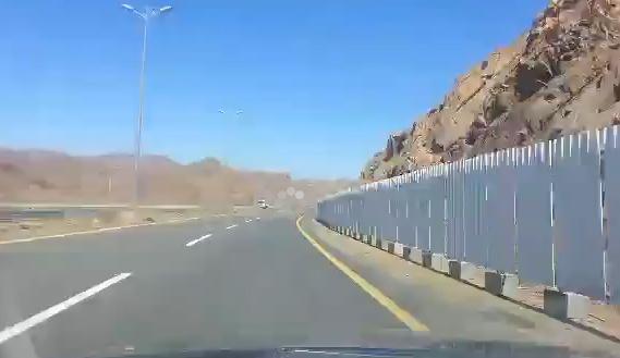 بالفيديو.. مواطن يوثق: مشروع إسكان أبها يحتاج 24 شهراً للتسوية - المواطن