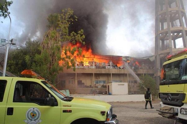 حريق مبنى قديم بجامعة أم القرى يمتد على مساحة 1000م2 - المواطن