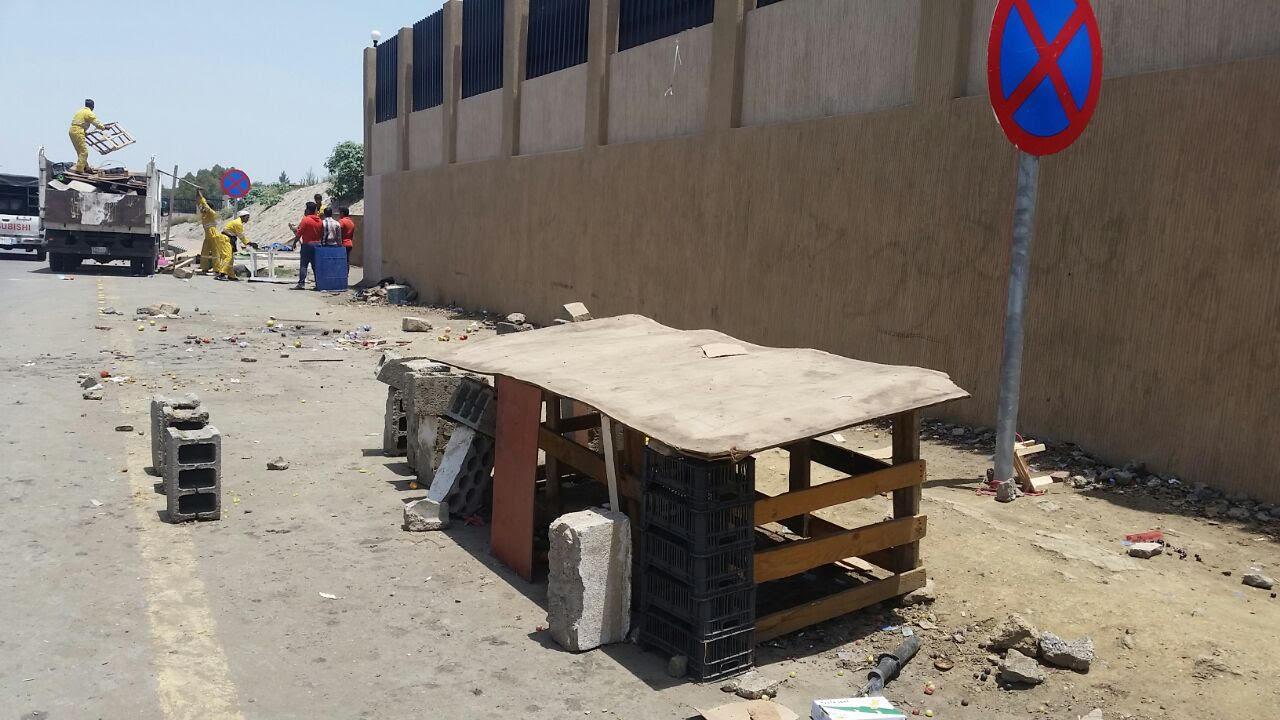 أمانة عسير تزيل عشر بسطات عشوائية أمام المستشفى المركزي