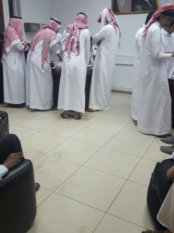 صور تزاحم الركاب بمطار ابها بعد الغاء رحله ابها الرياض مِسَآءْ اليوم