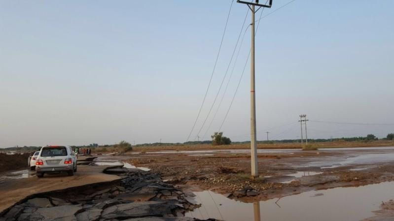 عواصف رعدية تتسبب في قطع التيار عن قرى ابوعريش