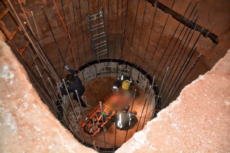 بالصور .. سقوط حدث بحفرة خزان تحت الإنشاء بوادي حائل