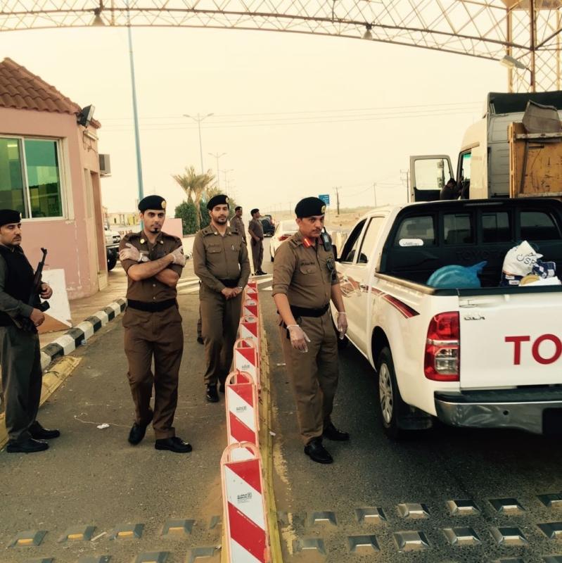 صور لمدير شرطه منطقه عسير خلال تفقد للنقاط الامنيه للحجاج