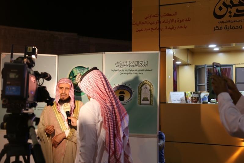 مكتب الدعوة والإرشاد يواصل فعاليته التوعوية بمهرجان أبها للتسوق