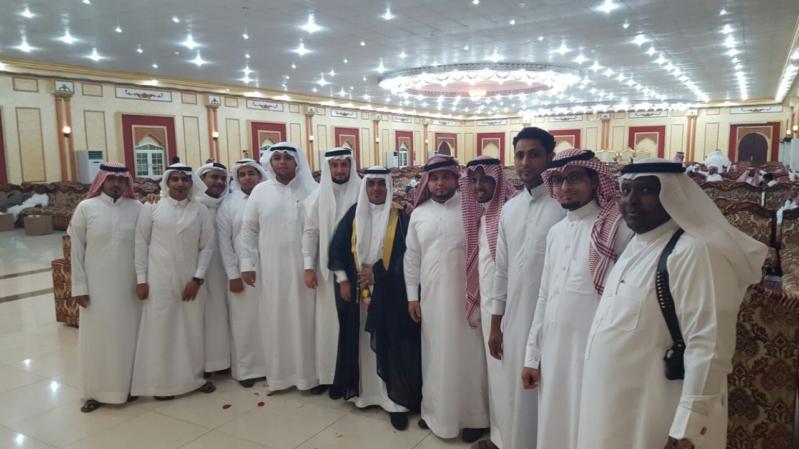 منسوبو الهلال الاحمر بجازان يشاركون زميلهم الشريفي حفل زواجه