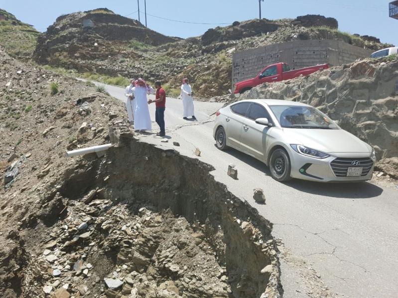 بعد شكوى المواطنين بلدية الداير تغرم المقاول وتوجه بسحب المشروع