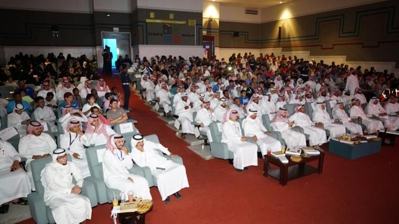 صور من مهرجان ابها للتسوق خلال تكريم الشباب العاملين