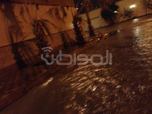 أمطار الرياض تتسبب في حوادث تصادم وانقلاب واحتجازات للسيارات - المواطن