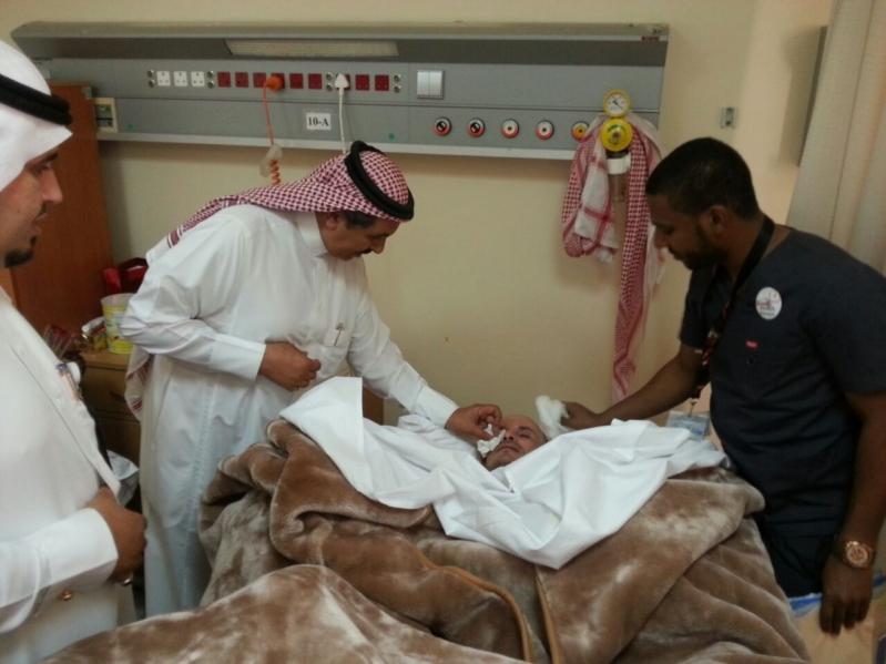 مدير مستشفى الخميس يعاود المرضى