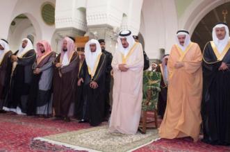 الملك يزور مسجد قباء .. والمغامسي يستقبله - المواطن