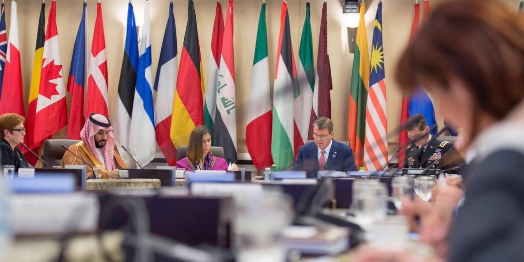 بالصور .. اجتماع محمد بن سلمان و وزراء دفاع التحالف الدولي لمحاربة داعش