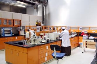 البلديات تفحص 27 ألف عينة غذائية وترفع كفاءة المختبرات للكشف عن المبيدات - المواطن