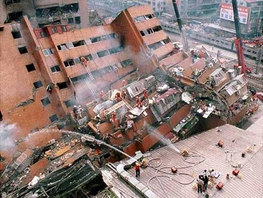 زلزال قوي يضرب المكسيك ويهز المباني في العاصمة