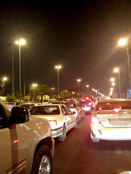 انحراف شاحنة عن مسارها واصطدامها بمركبة في جدة - المواطن