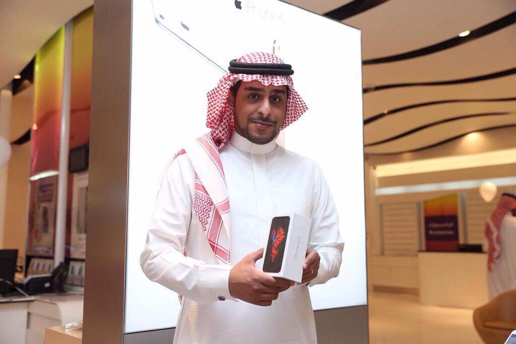 شاهد .. أول المشترين لجهاز ايفون 6s في جرير وموبايلي وstc وزين - المواطن
