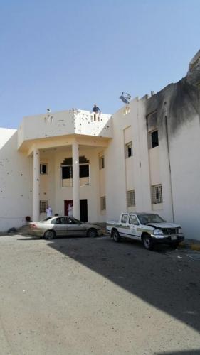 القرقاح يتفقد مستشفى ظهران الجنوب بعد تعرض سكن التمريض لمقذوف حوثي - المواطن