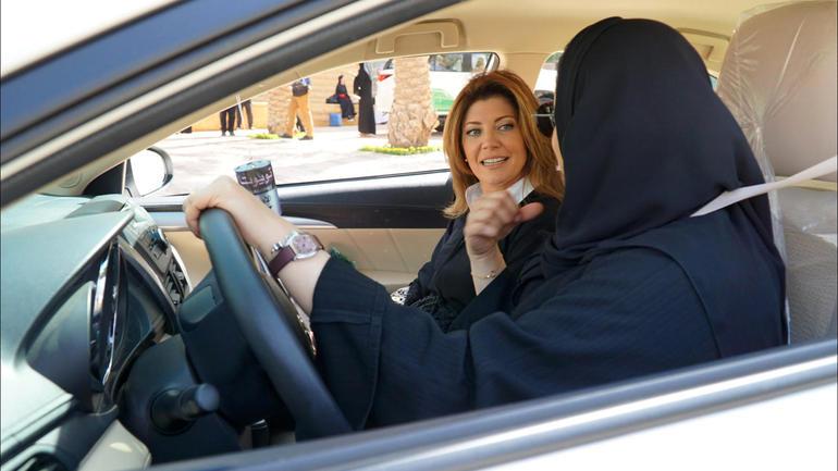شاهد.. محاورة ولي العهد ترصد تطور حقوق المرأة.. والسعوديات: مجتمعنا جاهز للتغيير