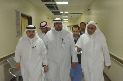 مدير يستقبل المرضى بالورود ويهنئهم saudi7_029-e1404824122629.jpg