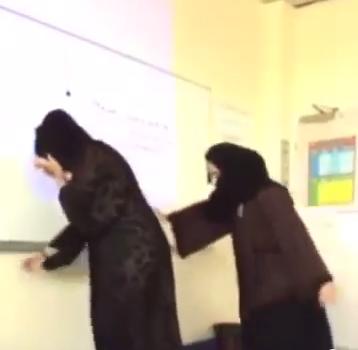 رقص معلمتين