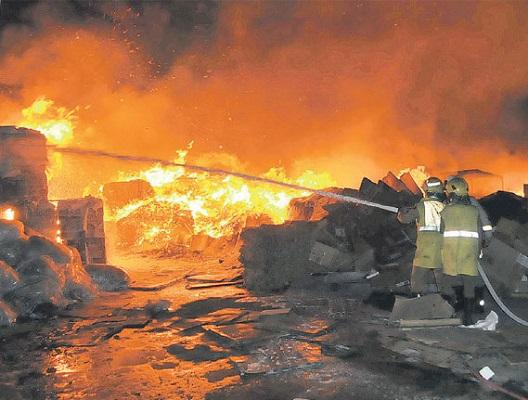 رجال الدفاع المدني السعودي - إطفاء- نار- حريق