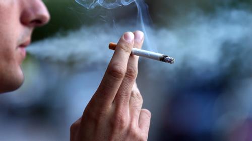 تحذير لمتعاطي السجائر : مسؤولة عن نصف الوفيات بـ 12 نوعاً من السرطان - المواطن