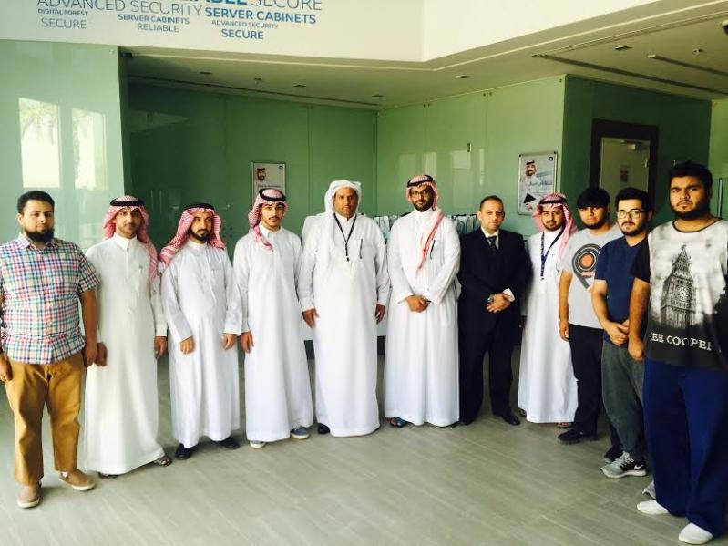 وفد من كلية الحاسب الآلي بجامعة اليمامة يزور مركز بيانات موبايلي الملقا