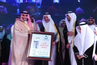 """أمير الرياض يشكر خالد آل إبراهيم على تبرعه بمليون ريال لحفل زواج """"إنسان"""""""