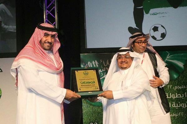 """أمير الرياض يكرِّم """"المواطن"""" لرعايتها فعاليات """"خليجي 22"""""""