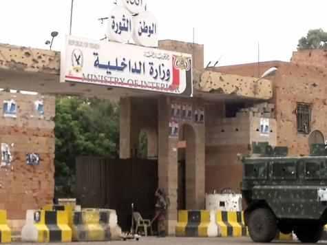 الداخلية اليمنية توجّه بتسهيل عمل المنظمات الإنسانية العاملة في البلاد - المواطن